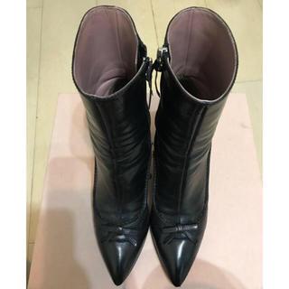 ミュウミュウ(miumiu)のmiumiu ショートブーツ  黒(ブーツ)