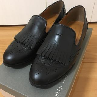 アトリエブルージュ(atelier brugge)の【美品】アトリエブルージュ黒メダリオンシューズ(ローファー/革靴)
