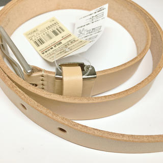 MUJI (無印良品) - 無印良品 新品 ヌメ革角バックル細帯調整式ベルト 生成  MUJI