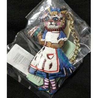 タマオ(tamao)のtamaoチャームアリス猫 ブローチ 刺繍 バッグチャーム(バッグチャーム)