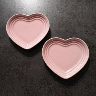 ルクルーゼ(LE CREUSET)の【LE CREUSET】ルクルーゼ ピンク ハート プレート 美品★2枚セット(食器)