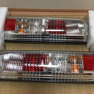 スズキ(スズキ)のエブリィワゴン DA64W 後期 純正テールレンズ  左右セット(車種別パーツ)