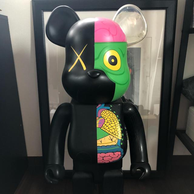 MEDICOM TOY(メディコムトイ)のBE@RBRCK KAWS 人体模型 ブラック1000% エンタメ/ホビーのおもちゃ/ぬいぐるみ(模型/プラモデル)の商品写真