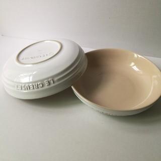 ルクルーゼ(LE CREUSET)の【美品】ル・クルーゼ ラウンドディッシュ20cm ホワイト2枚セット(食器)