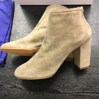 新品¥9.7万品★アクアズーラ★ 靴 ショートブーツ マッシュルームグレー 箱 (ブーツ)