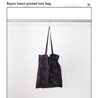 フィーニー(PHEENY)のPHEENY RAYON HEART PRINTED TOTE BAG(トートバッグ)