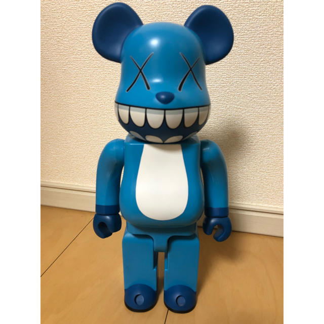 MEDICOM TOY(メディコムトイ)の牛カルビ様 KAWS BE@RBRICK 400%  エンタメ/ホビーのおもちゃ/ぬいぐるみ(キャラクターグッズ)の商品写真