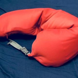 ムジルシリョウヒン(MUJI (無印良品))のフィットするネッククッション   レッド(旅行用品)