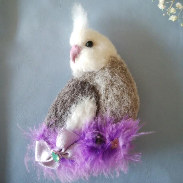 羊毛フェルト ブローチ オカメインコホワイトフェイス ハンドメイドのアクセサリー(コサージュ/ブローチ)の商品写真