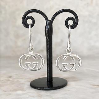 12557037842c グッチ(Gucci)の正規品 グッチ ピアス スイング GG シルバー 銀 925 SV ロゴ