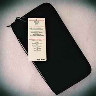 MUJI (無印良品) - 【新品】無印良品 パスポートケース クリアポケット付 ブラック 黒