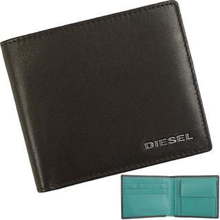 ディーゼル(DIESEL)の【新品】 ディーゼル 二つ折り財布 ロゴプレート 本革 グリーン(折り財布)