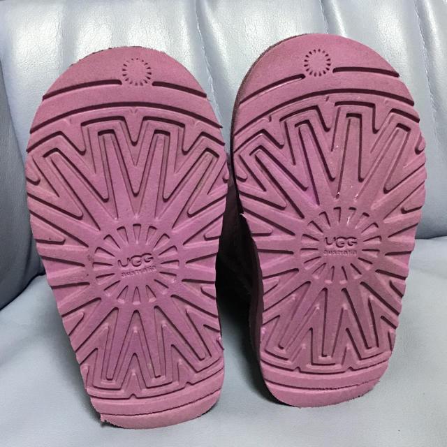 UGG(アグ)のUGG 子供ブーツ キッズ/ベビー/マタニティのキッズ靴/シューズ(15cm~)(ブーツ)の商品写真
