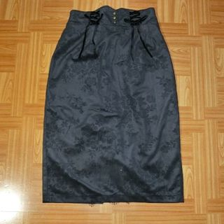 アクシーズファム(axes femme)のaxes femme エンボスベロアタイトスカート(ひざ丈スカート)