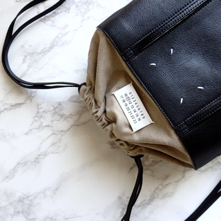 マルタンマルジェラ(Maison Martin Margiela)のレア✨Maison Margiela✨レザーバッグパック🖤新品✨確実正規品✨(ショルダーバッグ)