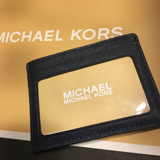 マイケルコース(Michael Kors)の一つ マイケルコース ホワイト ブルー カードケース カード入れ パスケース定期(名刺入れ/定期入れ)