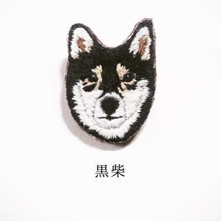 【受注制作】黒柴の刺繍ブローチ(コサージュ/ブローチ)