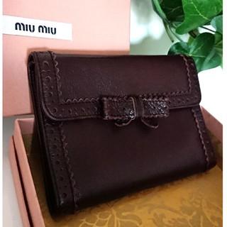 ミュウミュウ(miumiu)の美品 ミュウミュウ ヴィンテージ レザー 折り財布 リボン ブラウン 茶色(財布)