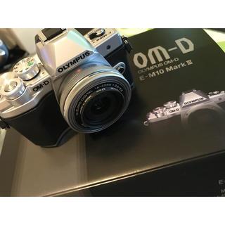 オリンパス(OLYMPUS)の[美品]オリンパス OM-D E-M10 mark3 ダブルズームキット (ミラーレス一眼)