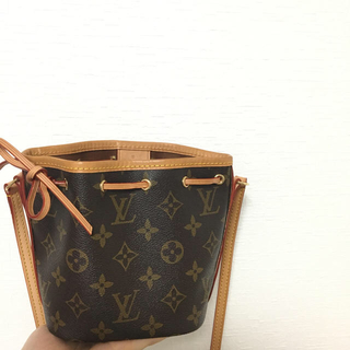 LOUIS VUITTON - LOUIS VUITTON ショルダーバック