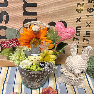 お花のブリキ缶