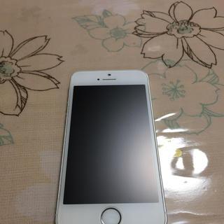 アップル(Apple)のau  iPhoneSE   64GB    silver(スマートフォン本体)