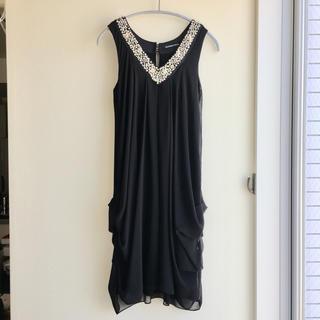 ストロベリーフィールズ(STRAWBERRY-FIELDS)のドレス 黒 ビジュー(ミディアムドレス)