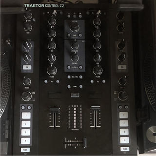 TRAKTOR KONTROL Z2(DJコントローラー)
