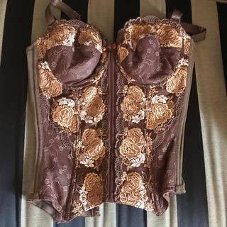 ニッセン(ニッセン)の新品ニッセンシェイプファンデ ビバリーヒルズウェイ E70 スリーインワン刺繍 (ブラ)