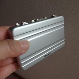 シャープ(SHARP)のアルミ製カードケース(SHARP景品)(パスケース/IDカードホルダー)