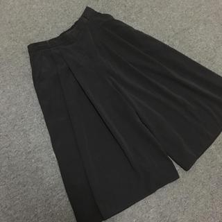 ジーユー(GU)のGU ガウチョパンツ ワイドパンツ スカーチョ 黒 gu(カジュアルパンツ)