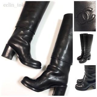 シャネル(CHANEL)のシャネル レザー ヒール ロングブーツ 35 黒 ココマーク 刺繍入り E714(ブーツ)