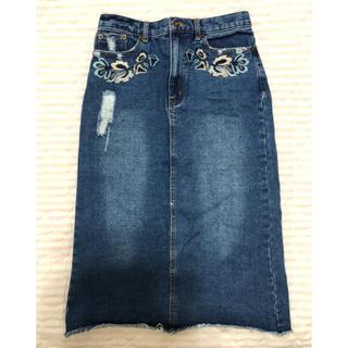シマムラ(しまむら)のデニムひざ下丈刺繍スカートウエスト64センチ(ロングスカート)