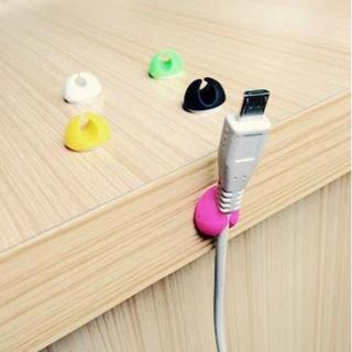 USB充電器コードホルダー デスク トップ固定クランプ(その他)