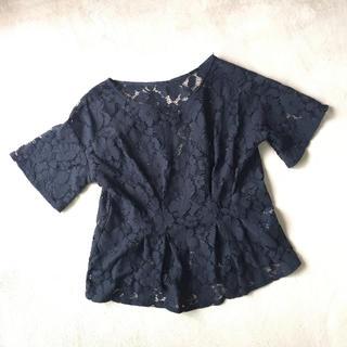 ジーユー(GU)のレース ヘプラムブラウス 黒 S(シャツ/ブラウス(半袖/袖なし))