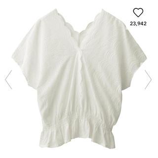 ジーユー(GU)のGU スカラップ レース 刺繍 ブラウス(シャツ/ブラウス(半袖/袖なし))