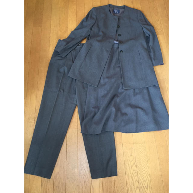 BURBERRY(バーバリー)のバーバリー 3点セットセットアップ 美品 スーツ  15号 レディースのフォーマル/ドレス(スーツ)の商品写真