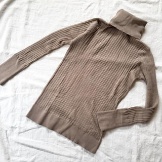 ムジルシリョウヒン(MUJI (無印良品))の新品未使用 タートルネックニット ベージュ(ニット/セーター)
