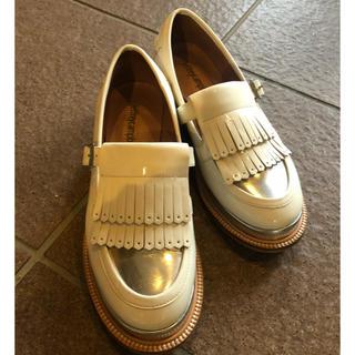 ジェフリーキャンベル(JEFFREY CAMPBELL)の白 フリンジ ローファー(ローファー/革靴)