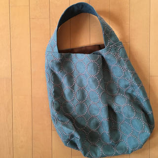 ミナペルホネン タンバリン スモーキーグリーンのワンショルダーバッグ(バッグ)