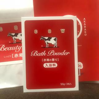 ギュウニュウセッケン(牛乳石鹸)の赤箱の香りのなめらかミルクバス (入浴剤/バスソルト)