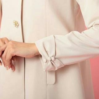 ロディスポット(LODISPOTTO)の【新品タグつき❤】恋するフラワーパールコート/ピンクベージュ(スプリングコート)