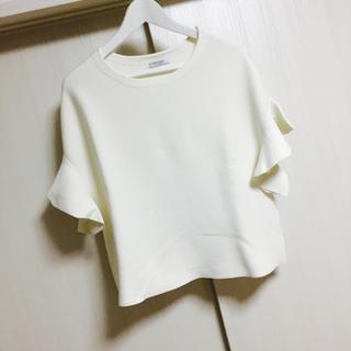 アドーア(ADORE)のADORE*美品♡袖フリルニット ホワイト 38(ニット/セーター)