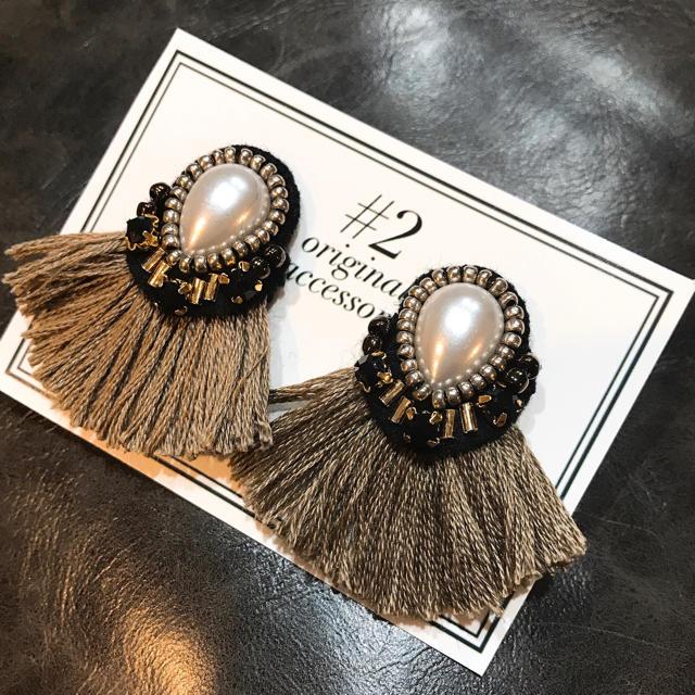 ブラックビジュー ビーズ刺繍ピアス ハンドメイドのアクセサリー(ピアス)の商品写真