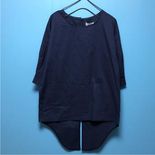 シーエルエヌ(C. L. N)の新品タグ付き C.L.N バック裾デザインブラウス(シャツ/ブラウス(半袖/袖なし))