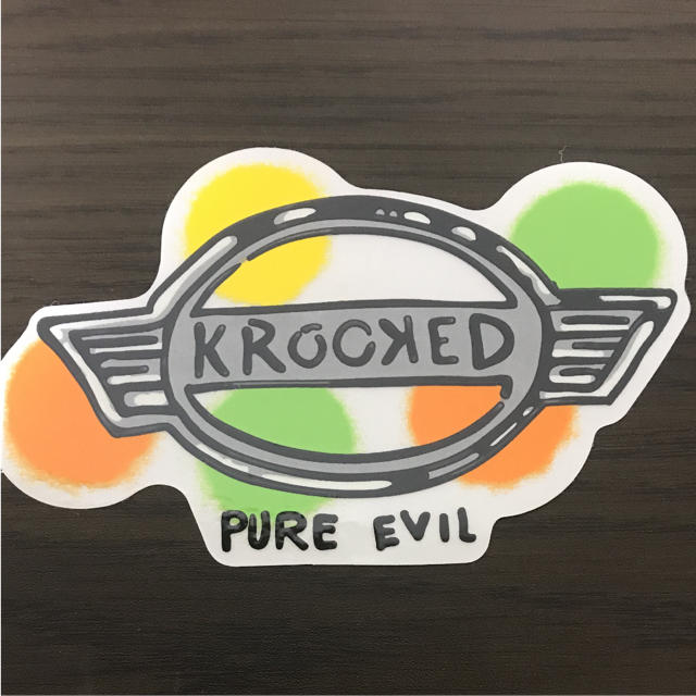 KROOKED(クルキッド)の【縦8.4cm横13.5cm】krooked skateboard ステッカー 自動車/バイクのバイク(ステッカー)の商品写真