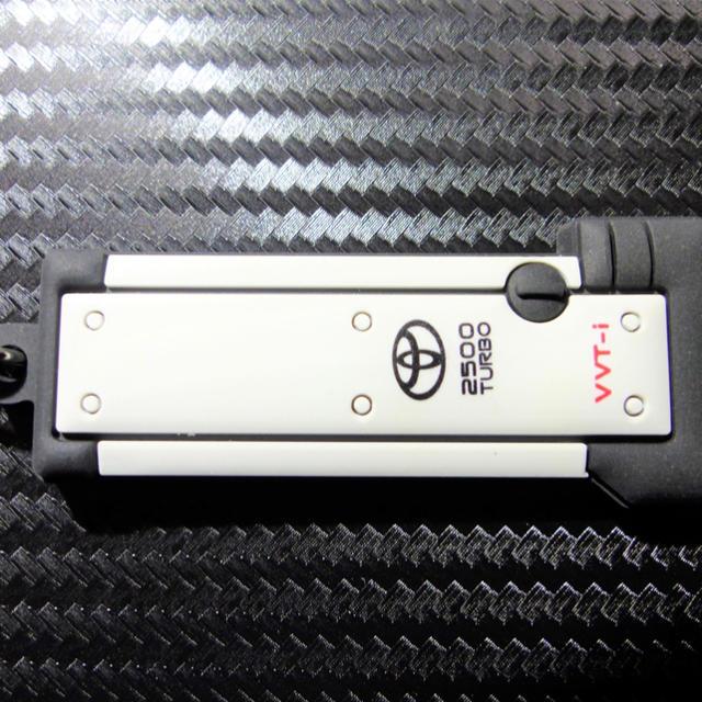 トヨタ(トヨタ)の【裏文字グレー】1JZ-GTEエンジンヘッドカバー型キーホルダー JZX100 自動車/バイクの自動車(車種別パーツ)の商品写真