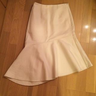 ジーユー(GU)のGU ジーユー ホワイトマーメイドスカート S 白 新品未使用 17AW(ひざ丈スカート)
