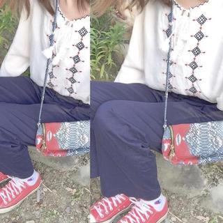 エイチアンドエム(H&M)のH&M 刺繍トップス(Tシャツ(長袖/七分))