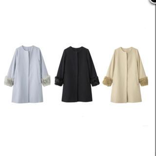 ジーユー(GU)のノーカラーコート GU コート ファー ファー付き 水色(毛皮/ファーコート)